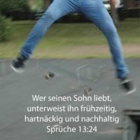 Wer seine Rute spart, hasst seinen Sohn, aber wer ihn lieb hat, such ihn früh heim mit Züchtigung ( Sprüche 13,24 )